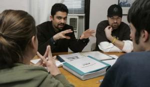 Karim Tiro tengah berdiskusi dengan mahasiswa di Universitas Xavier Cincinnati, AS. --Foto: AP