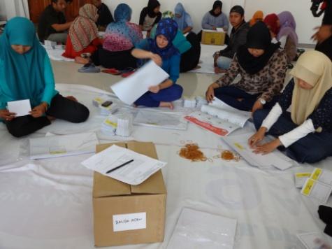 Proses pelipatan surat suara di Banda Aceh. | Radzie/ACEHKITA.COM