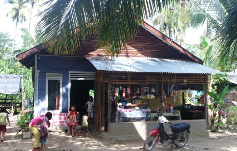 Sepeda motor milik Septi Rangkuti diparkir di halaman rumahnya di Desa Paringgonan. | Nurdin Hasan/ACEHKITA.COM