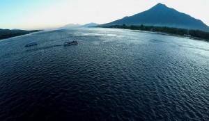 SEMPITAN GONZALES. Terletak di selat Larantuka, antara pulau Flores dan pulau Adonara (NTT). Inilah lokasi yang terkenal dengan arus laut yang energi kinetiknya sanggup menggerakkan turbin dan menghasilkan listrik. | FOTO: Ekspedisi Indonesia Biru
