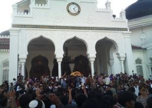 Jenazah Hasan Tiro usai disalatkan di Masjid Raya Baiturrahman Banda Aceh, Kamis, 3 Juni 2010, sore. | FOTO: Radzie/ACEHKITA.COM