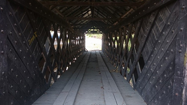 Jembatan di Dulupi, Boalamo, sekitar 96 km dari kota Gorontalo. | FOTO: Ekspedisi Indonesia Biru