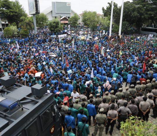 Video: Aksi Demo Ribuan Mahasiswa Aceh di Kantor DPRA